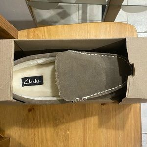 Men's Size 10 Clark's Slippers